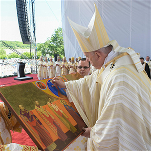 Freedom, mercy are lasting legacy of martyred bishops, pope says on visit to Romania