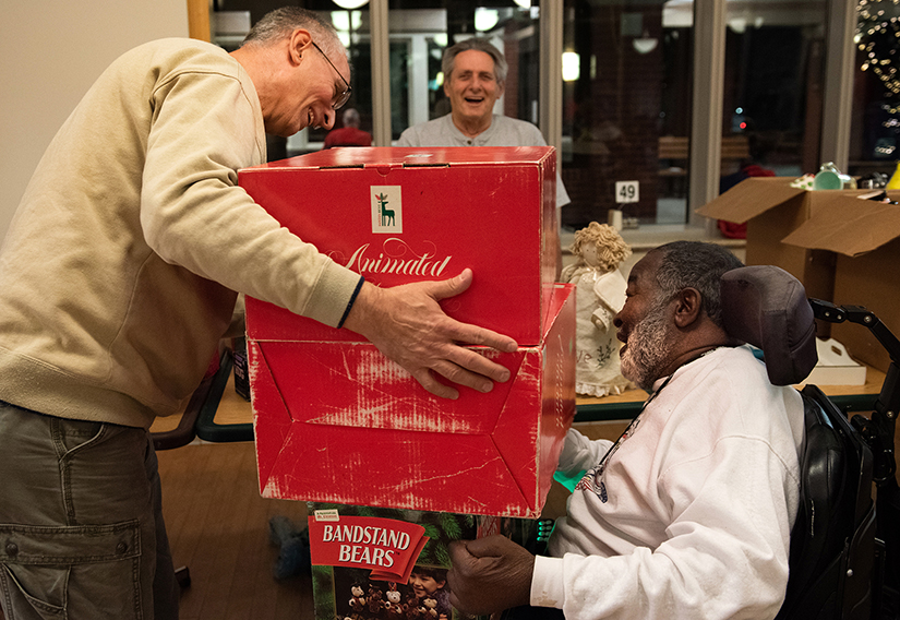 A Veterans Christmas.Missouri Veterans Home Christmas Party Brings Christmas