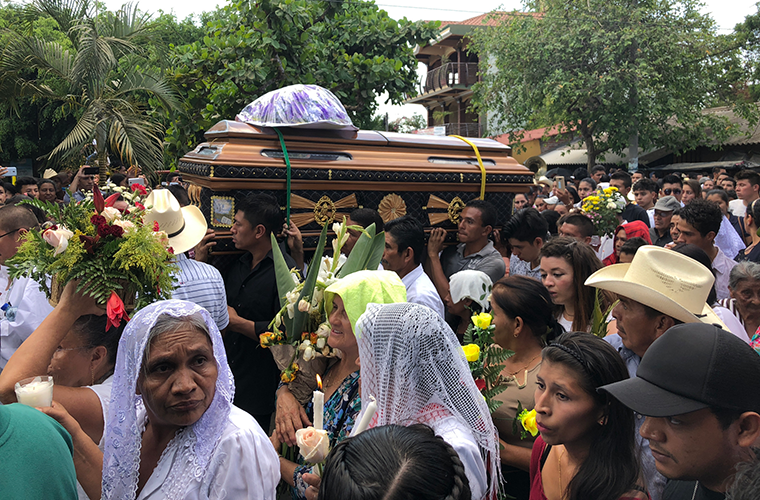 Pallbearers travelled through a massive crowd April 1 with the coffin carrying slain Father Walter Vasquez Jimenez to Holy Trinity Church in Lolotique, El Salvador. The 36-year-old priest was killed March 29, Holy Thursday, shortly after renewing his vows.